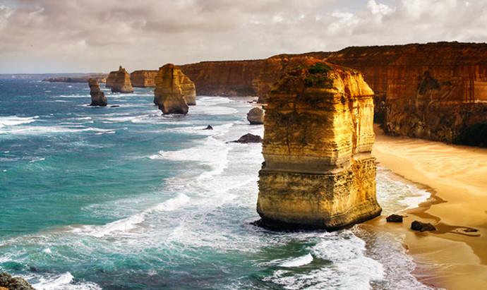 12 apostle sea stacks on the Great Ocean Road, Australia