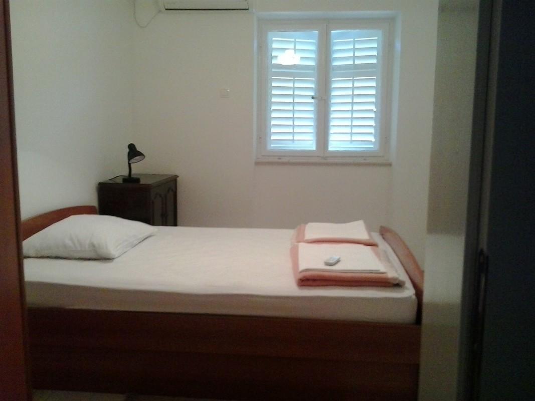 sea-view bedroom no.1
