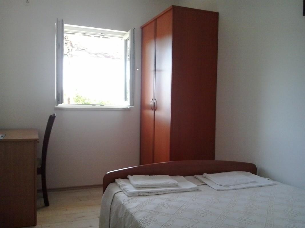 sea-view bedroom no.2