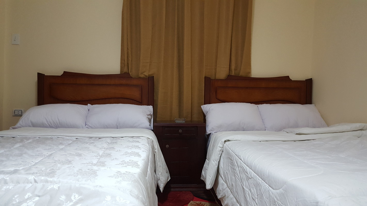 Deluxe double room with side view of the pyramid