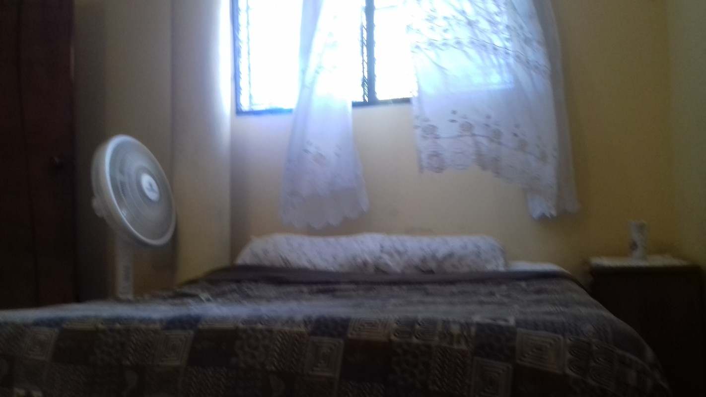 Chambre privée avec salle de bain et balcon