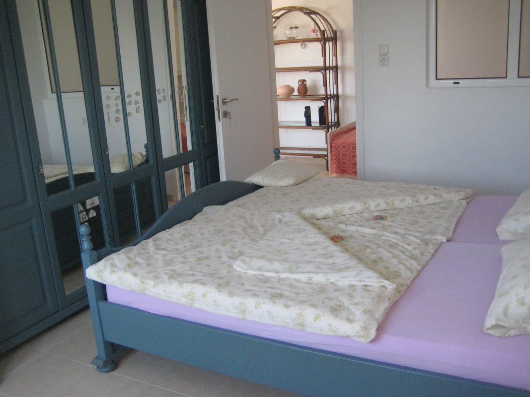 Double bed, with 2 mattresses