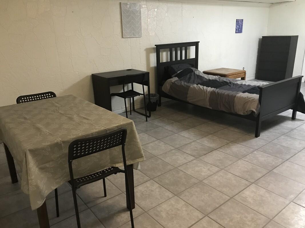 Private Room W/ Kitchen & Bathroom