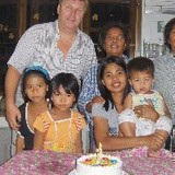 Familia anfitriona en Sing Buri, Bang Rachan, Thailand