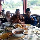 Familia anfitriona en Pantai Sepat, kuantan, Malaysia