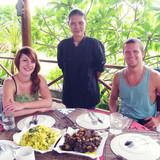 Familia anfitriona de Homestay Ammanda en Lovina, Indonesia