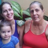 Familia anfitriona en Centro Histórico, Cienfuegos, Cuba