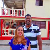 CubaBaracoa situada en el centro histórico de la ciudad,  Baracoa的房主家庭