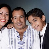 Familia anfitriona en Tiboli, Santiago de Cuba , Cuba