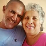 Familia anfitriona en Parque Martí, Cienfuegos, Cuba